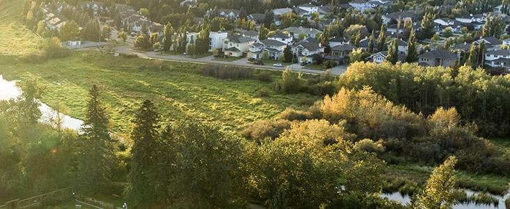 Sturgeon River along Oakmont neighbourhood