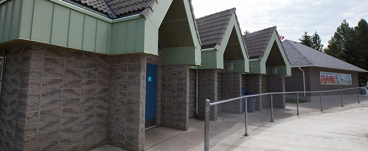 Photo of washroom building at Woodlands Water Play Park